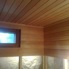 1980-luvun sauna uudistettiin kokonaan vanhaa ikkunaa lukuunottamatta. Paneeliksi valittiin kaunis tervaleppä, ja höyrysulut asennettiin vastaamaan nykypäivän vaatimuksia. Valmis sauna viimeisteltiin vielä tervaleppäisillä koristelistoilla.
