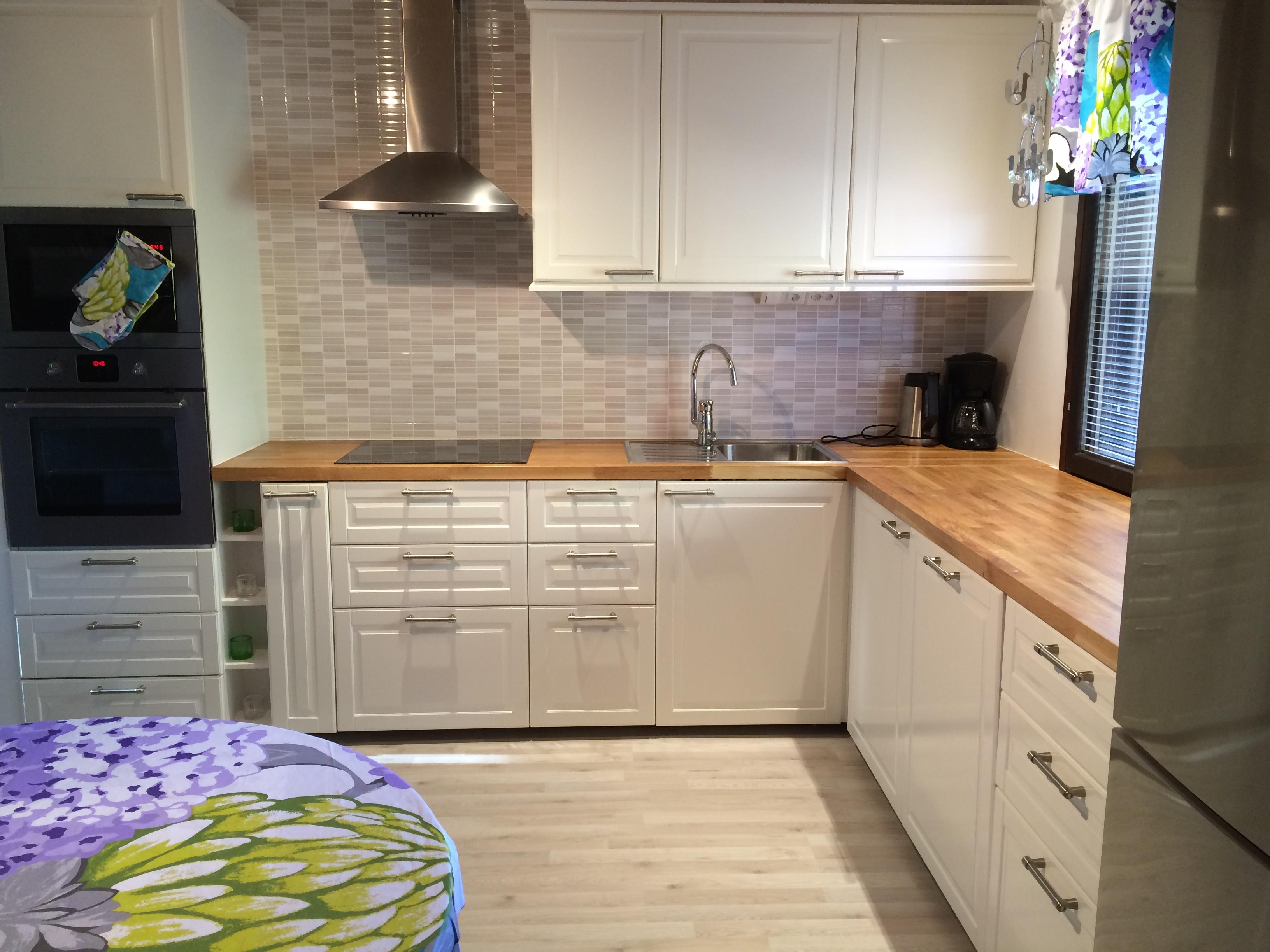 1980 luvun uusittu keittiö – Koti ja remontointipalvelu